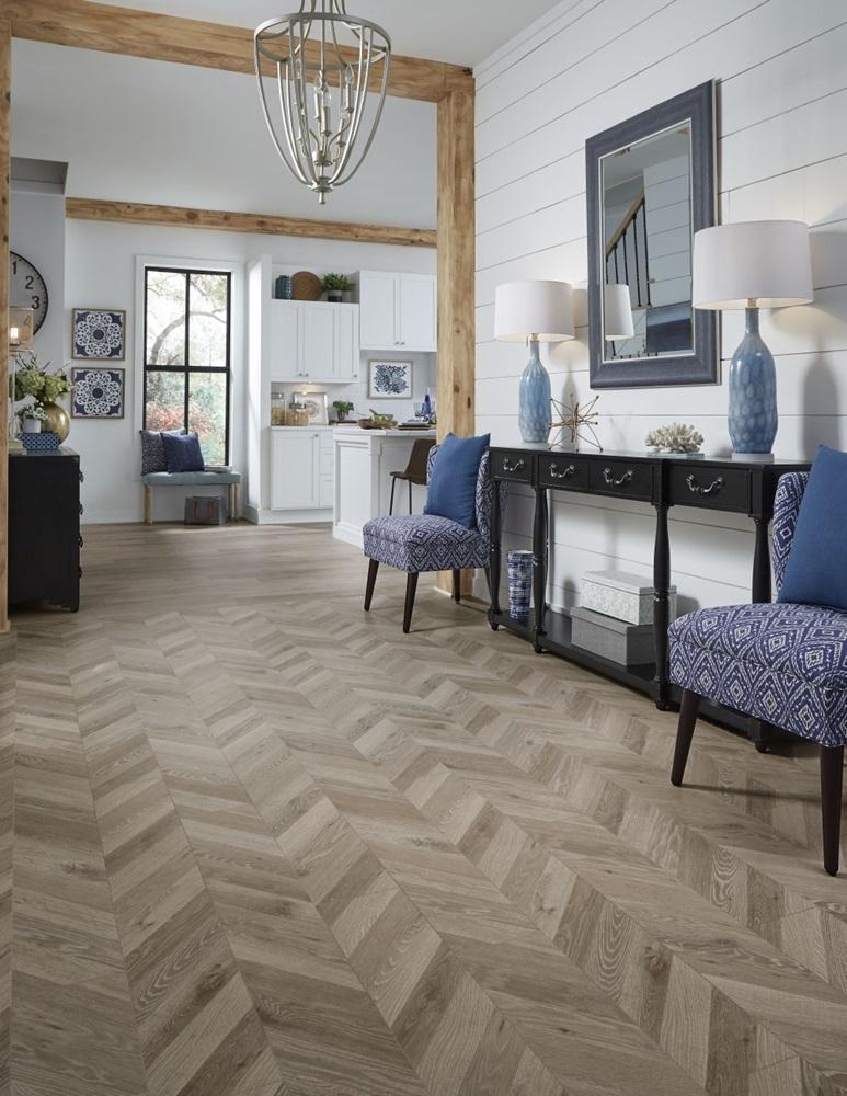 Patterned laminate flooring
